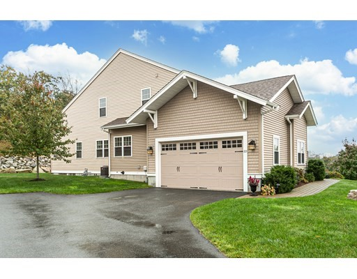33 Walden Way, Milford, Massachusetts, MA 01757, 2 Bedrooms Bedrooms, 7 Rooms Rooms,Condos,For Sale,4952269