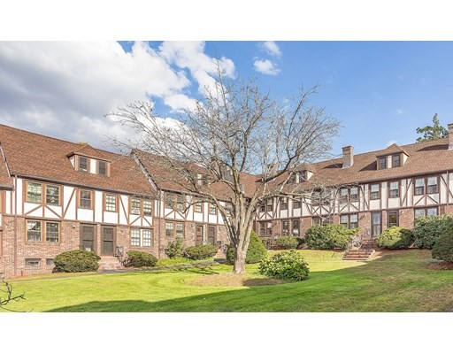 247 Washington Street, Winchester, Massachusetts, MA 01890, 2 Bedrooms Bedrooms, 7 Rooms Rooms,Condos,For Sale,4952292