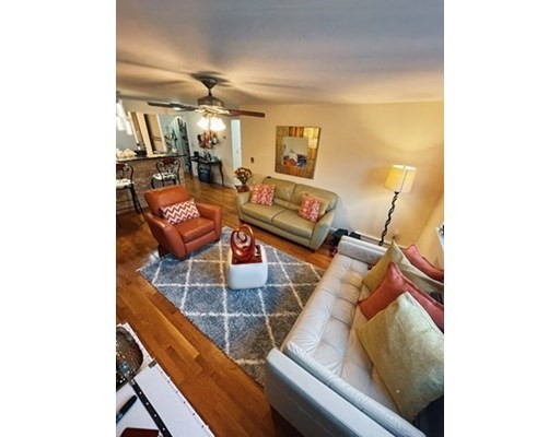 44 Lafayette Ave, Chelsea, Massachusetts, MA 02150, 2 Bedrooms Bedrooms, 4 Rooms Rooms,Condos,For Sale,4952296