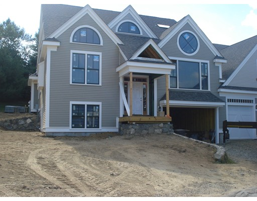 13 Courtyard Place, Reading, MA 01867