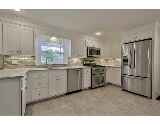 10 Fitchdale Ave, Bedford, MA
