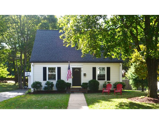22 Oak Street, Medfield, MA