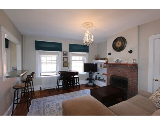 4 Phillips St, Boston, MA 02114