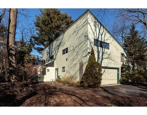 16 Hollywood Road, Winchester, MA