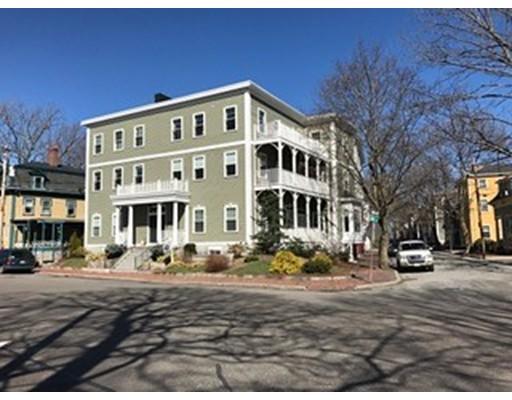 98 Washington Square E, Salem, MA 01970