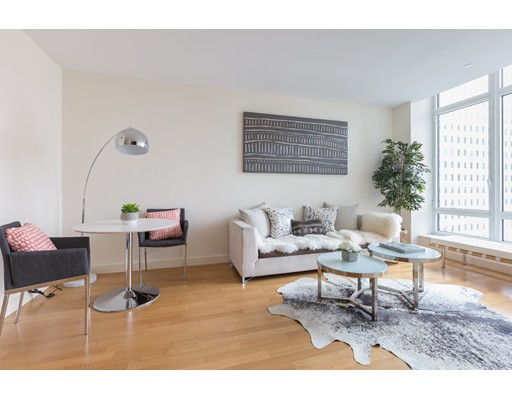 Condominium/Co-Op for sale in The Clarendon, 18L Back Bay, Boston, Suffolk