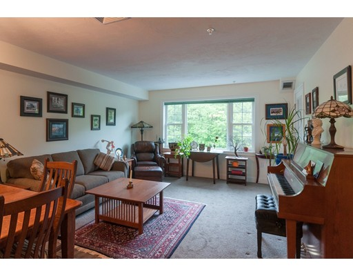 27 Greenleaves Drive, Amherst, MA 01002
