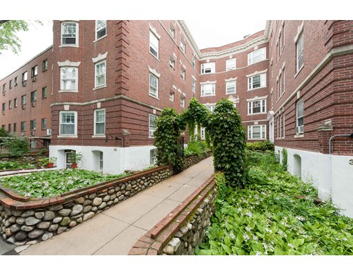 35 Lee, Cambridge, MA 02139