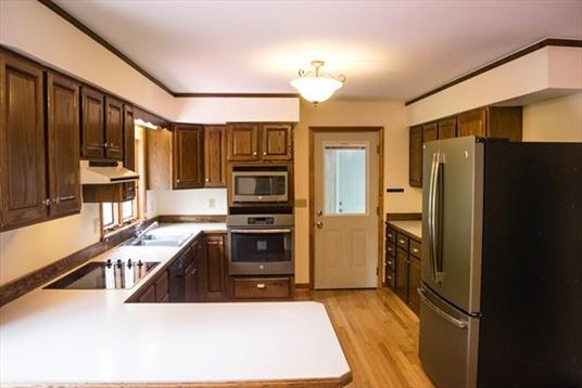 462 Little Mohawk Rd, Shelburne, MA: $355,000