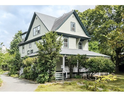 32 Dover Road, Wellesley, MA