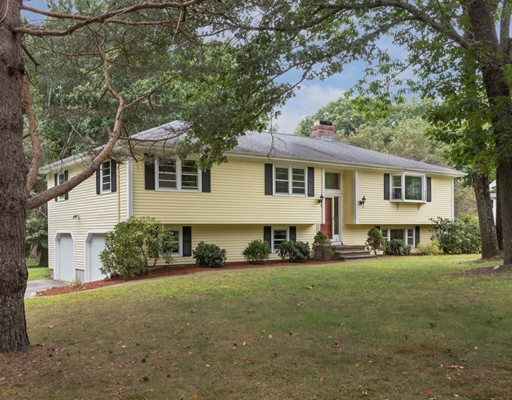 2 Radcliffe Circle, Bedford, MA