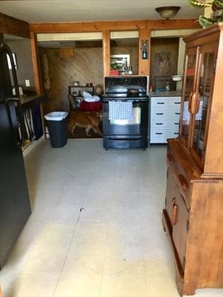 541 Mohawk Trl, Greenfield, MA: $269,900