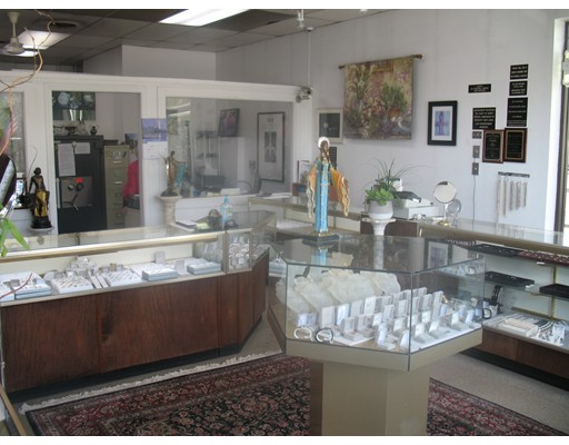 2 Jewelry Lane, Burlington, MA