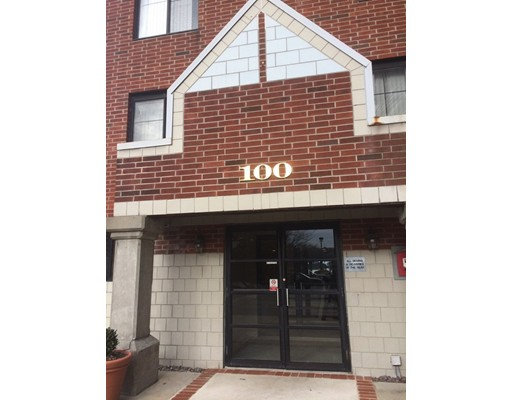 100 Ledgewood Drive, Stoneham, MA 02180