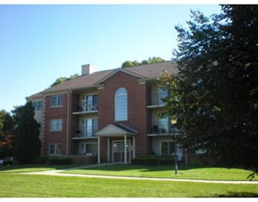 22 Maple Crest Circle, Holyoke, MA 01040