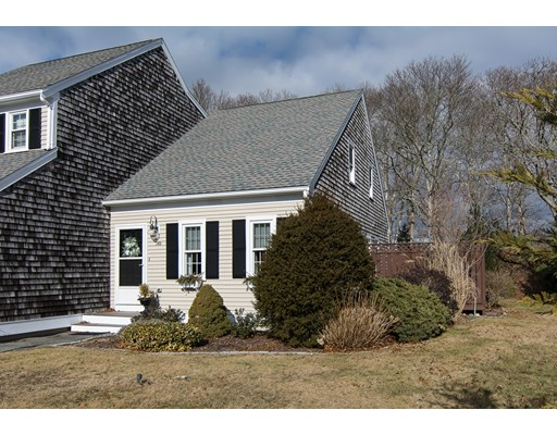 14 Woodview Dr, Falmouth, MA 02540