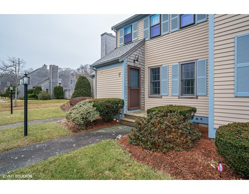 33 Woodview Dr, Falmouth, MA 02540