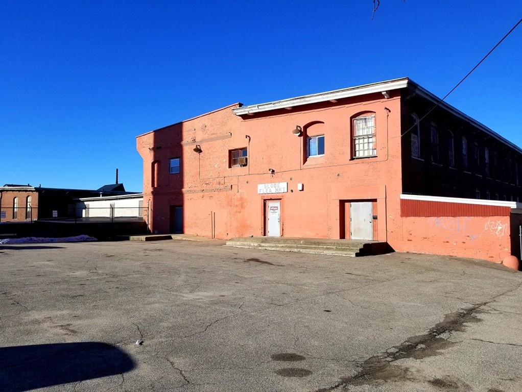 Approx. 25,000 Sq Ft. of Manufacturing/Warehouse raw space available for Lease. Great location with parking. Space does need some work but would be worth it. $2 per sq ft.