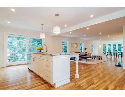 66 Fairgreen Place, Brookline, MA 02467