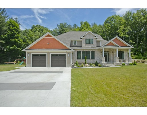 15 Woodland Way, Russell, MA