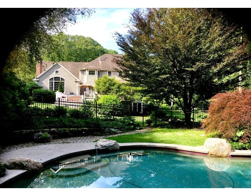 2 Wolfpen Lane, Southborough, MA
