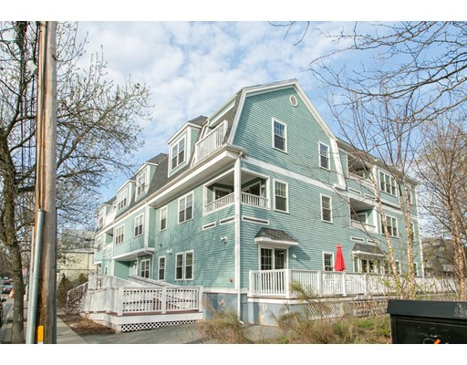 135 Willow Avenue, Somerville, MA 02144
