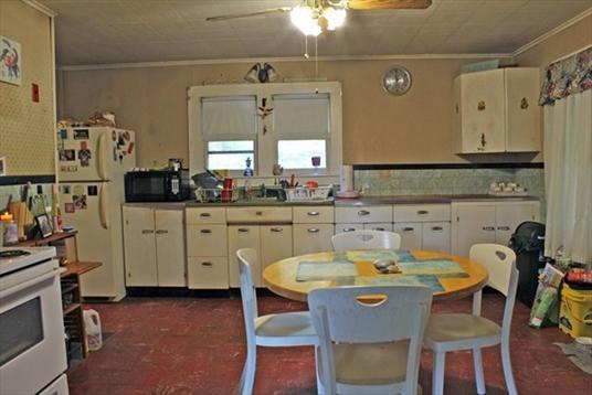 40 Highland St, Montague, MA: $165,000