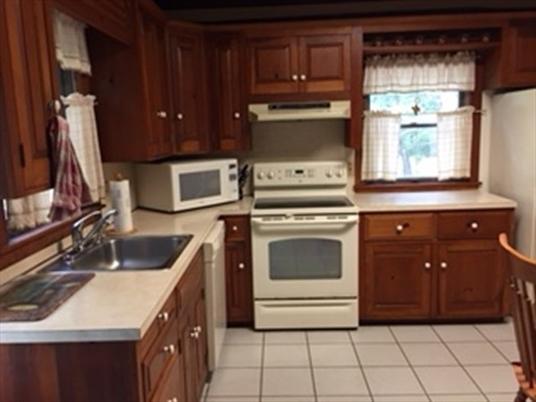 62 Peabody Ln, Greenfield, MA: $319,000