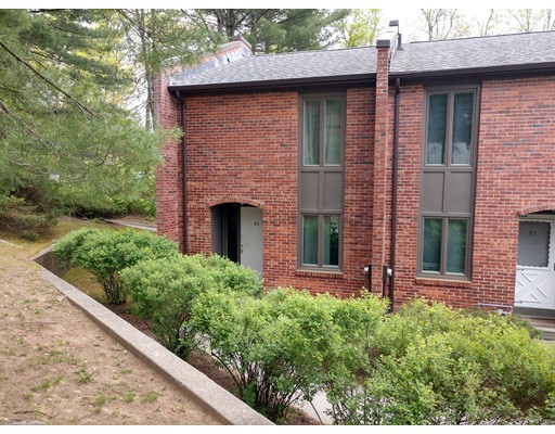 32 Bedford Court, Amherst, MA 01002