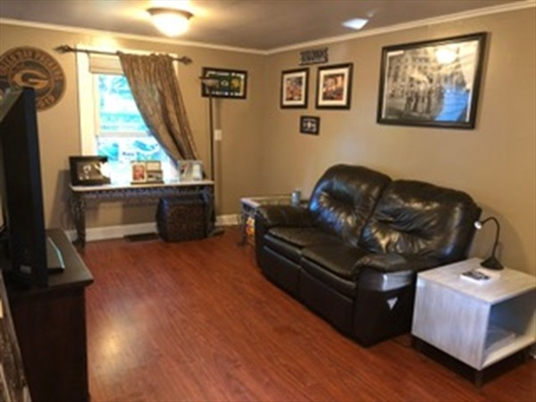 78 Newell Pond Rd, Greenfield, MA: $157,000