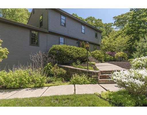 10 Overledge Road, Manchester, MA