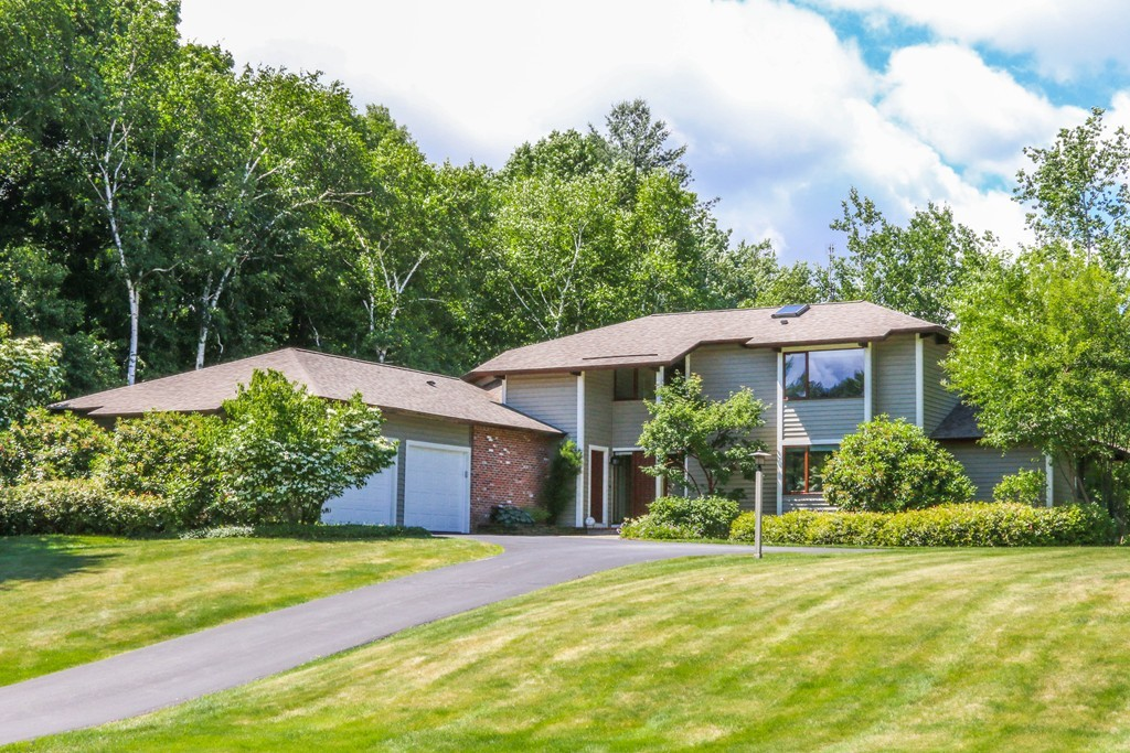 Astounding 134 Old Farm Road East Longmeadow Ma Real Estate Mls Home Interior And Landscaping Palasignezvosmurscom