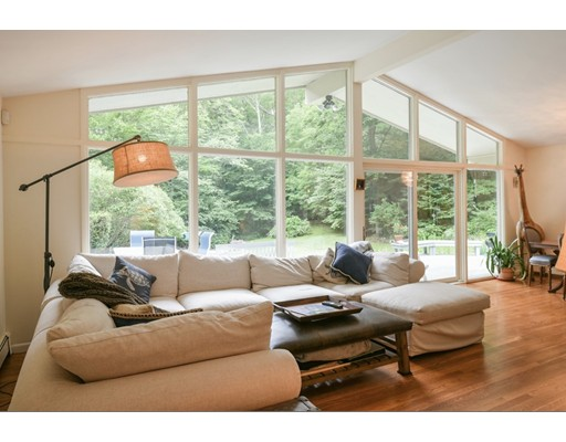 4 Overledge Road, Manchester, MA