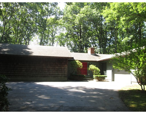 28 Troutbrook Road, Dover, MA