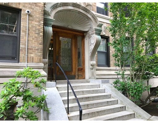 114 Riverway, Boston, Ma 02215