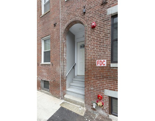 3 Stillman Pl, Boston, MA 02113