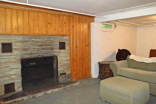 966 Bernardston Road, Greenfield, MA: $199,900