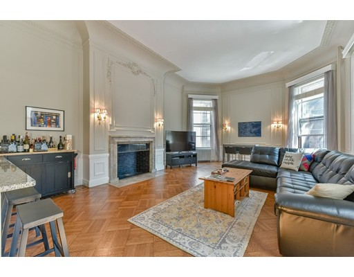 Condominium/Co-Op for sale in 62 Commonwealth Ave Back Bay, Boston, Suffolk
