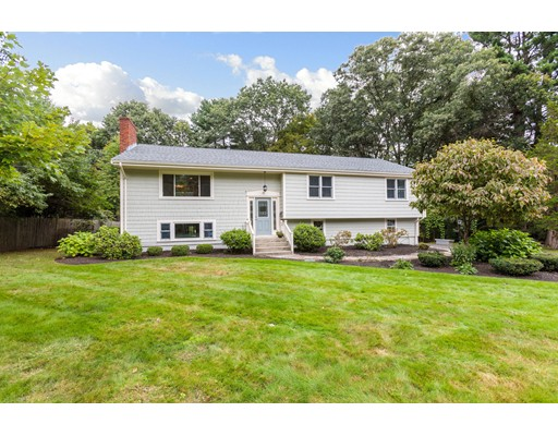 18 Roundwood Road, Natick, MA