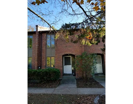 25 Bedford Court, Amherst, MA 01002