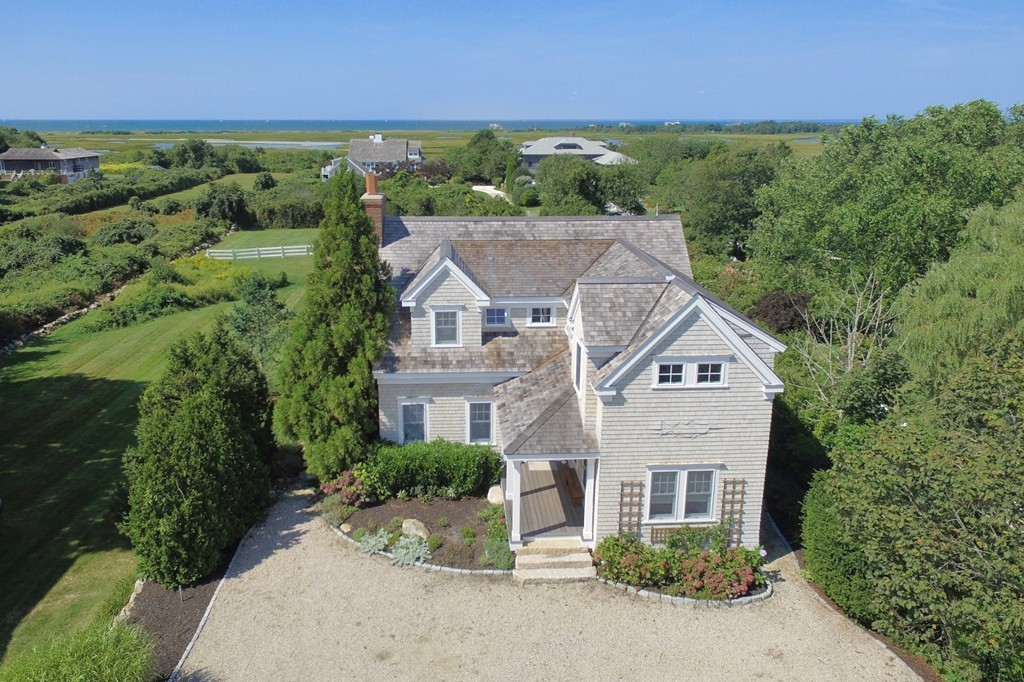 Stupendous 352 West Falmouth Highway Falmouth Ma 72415698 Beach Realty Cape Cod Home Interior And Landscaping Ymoonbapapsignezvosmurscom