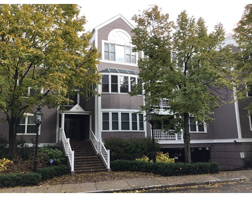 26 Holly Lane, Brookline, MA 02467