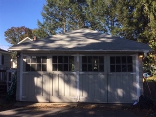 61 Silver St, Greenfield, MA: $174,999