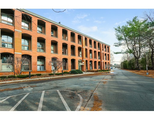 96 Old Colony Avenue, Taunton, MA 02718