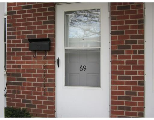 69 Manor Court, Springfield, MA 01118