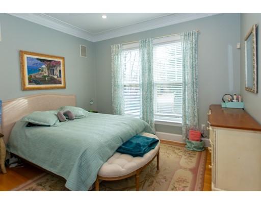 823 Newton St, Brookline, MA 02467