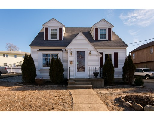 6 Thornton St, Johnston, RI 02919