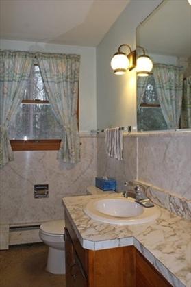 31 Gold Street, Greenfield, MA: $179,900