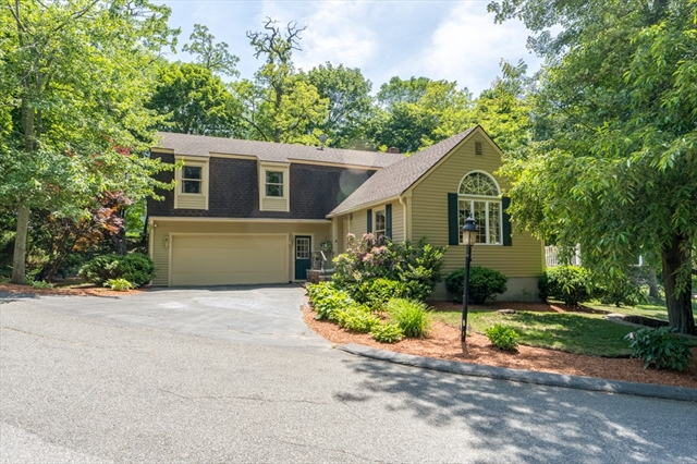 4 Treetop Lane, Lynnfield, MA, 01940, Essex Home For Sale