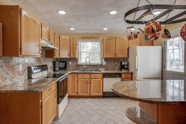 25 King St, Wilmington, MA, 01887, Middlesex Home For Sale